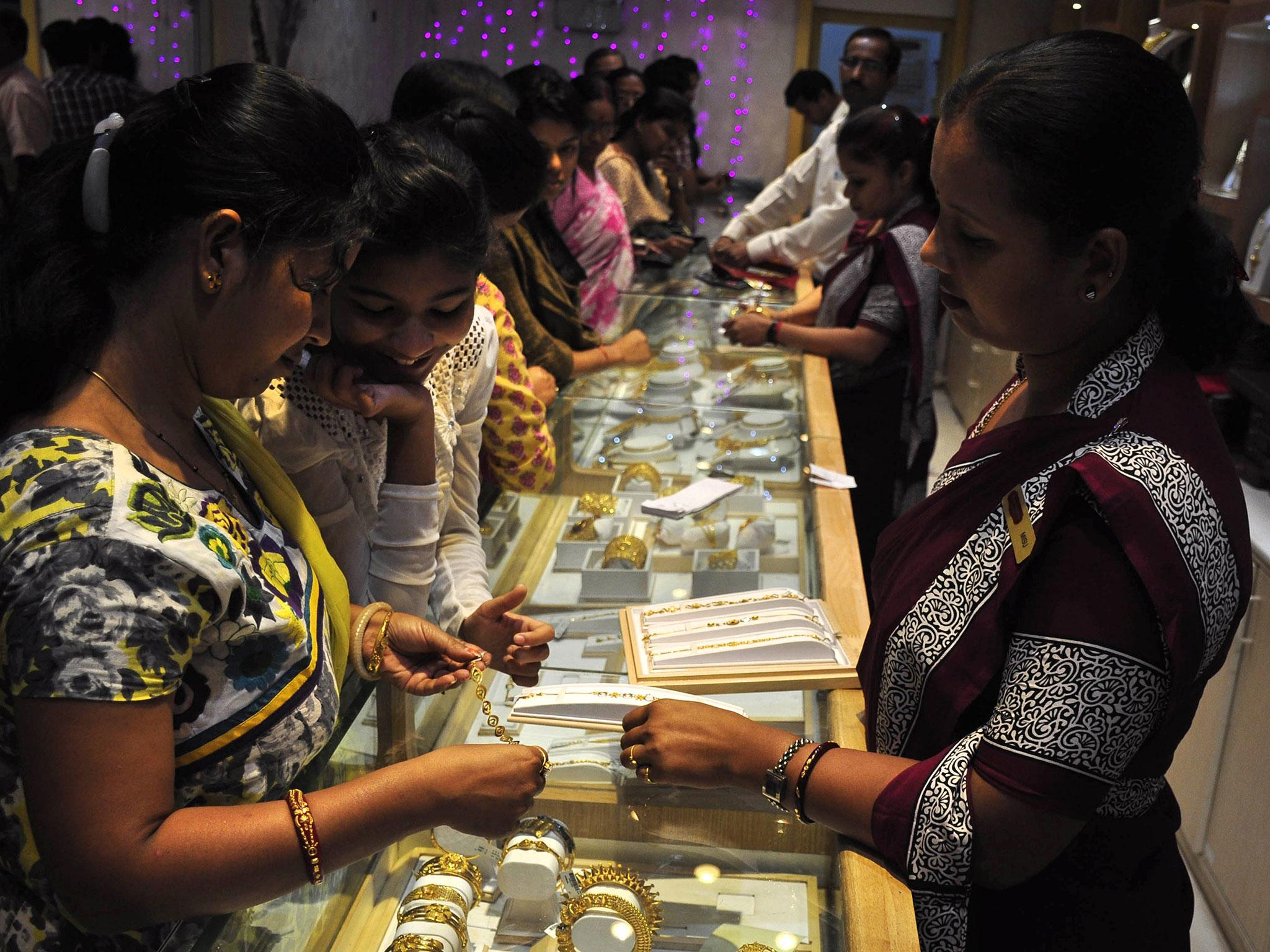 Indian diamond tycoon gives 1,260 cars, 400 flats and jewellery to ...