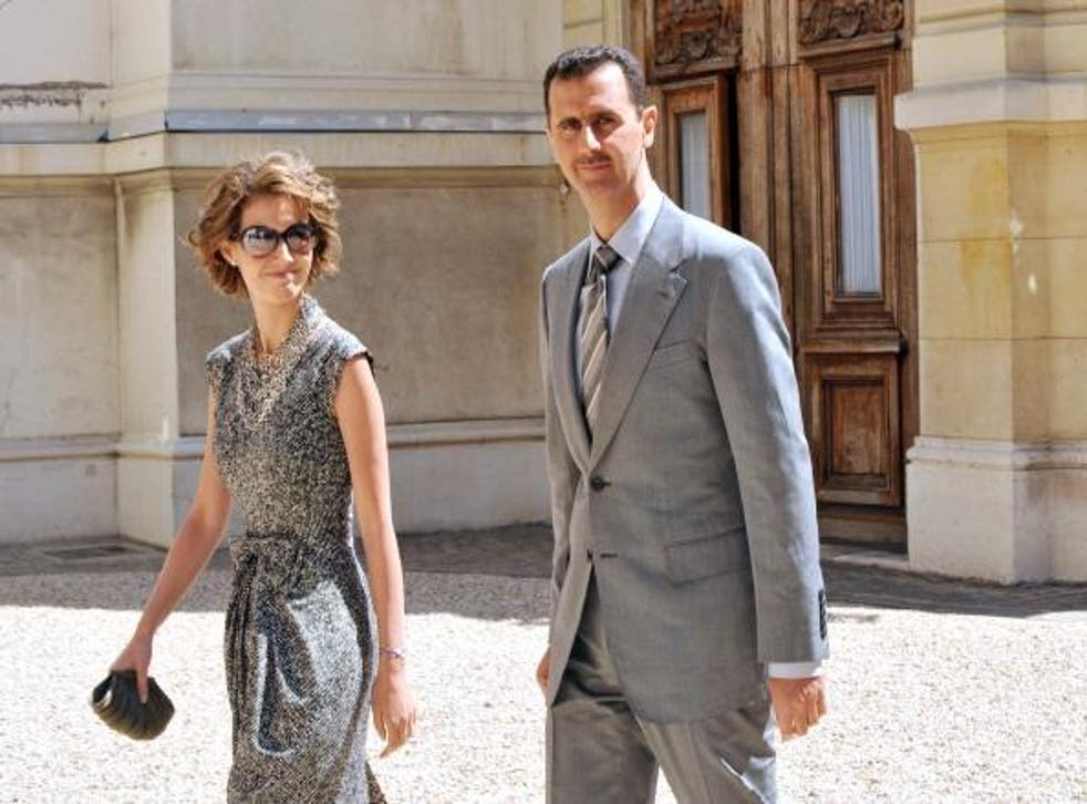 Syrian President Bashar al-Assad (R) and his wife Asma (L) in Paris in a file photograph from 2008