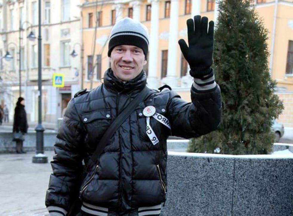 Ildar Dadin picketing in support of prisoners outside a Moscow Metro station