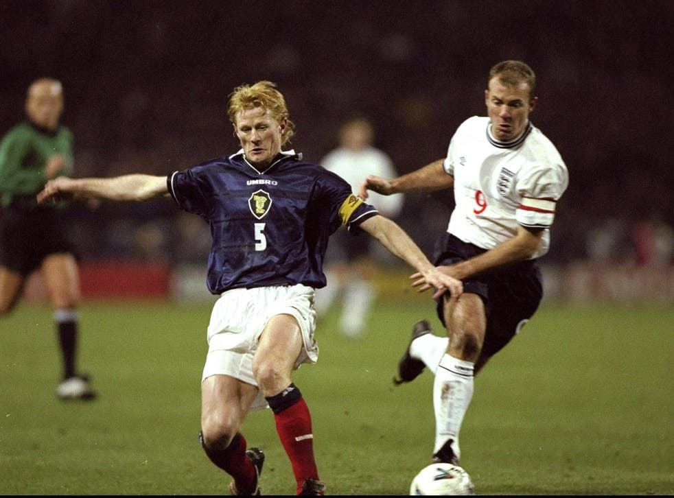 Colin Hendry and Allan Shearer pictured in 1999, with neither kit displaying a poppy