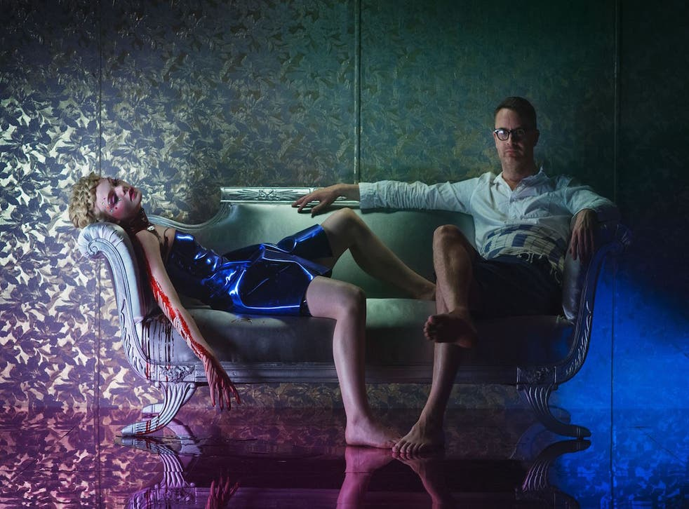 Nicolas Winding Refn sits with Elle Fanning while filming 'The Neon Demon'