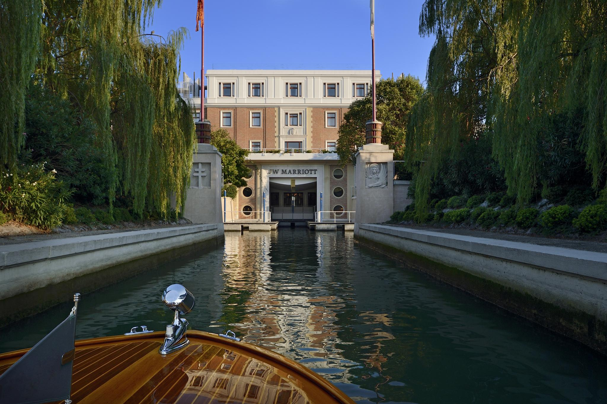 Jw marriott venice hotel review escape the crowds on a for Luxury independent hotels