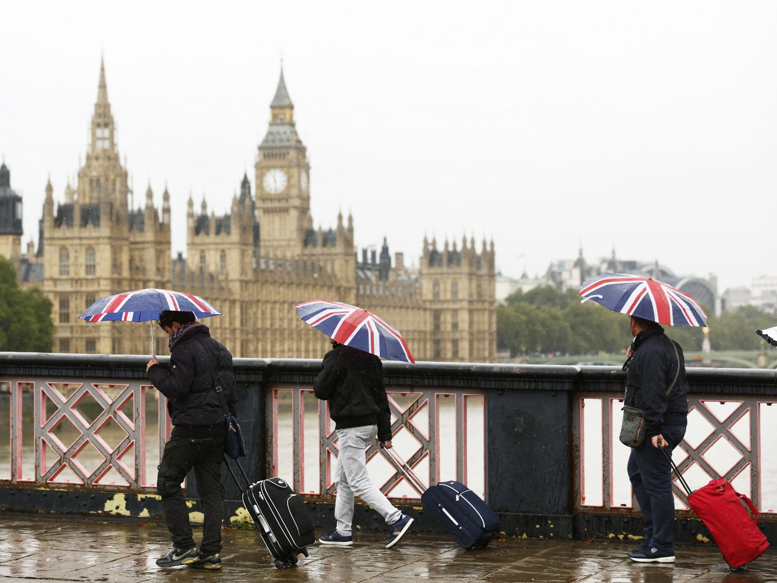 того, картинки про британскую погоду следует поститься