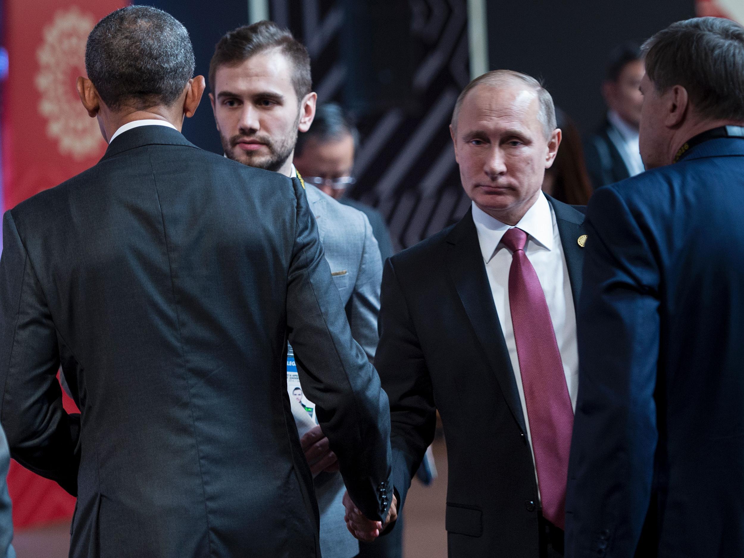 Barack Obama And Vladimir Putin Share Cold Awkward Handshake At