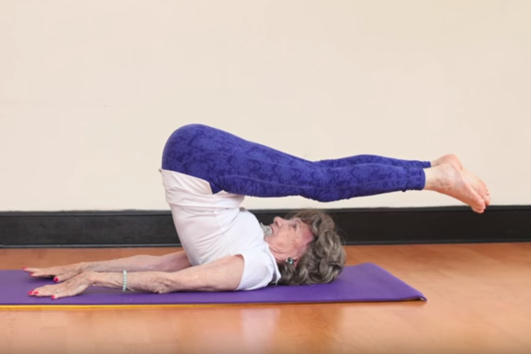 World S Oldest Yoga Teacher 98 Loves Wine And Never Drinks Water The Independent Independent