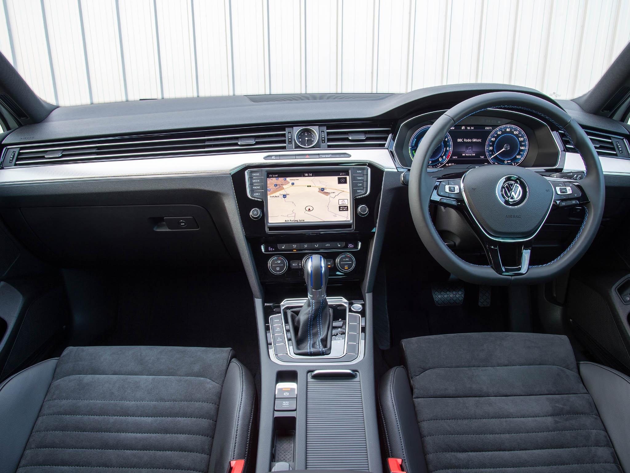 Car review volkswagen passat gte the independent drivers fandeluxe Images