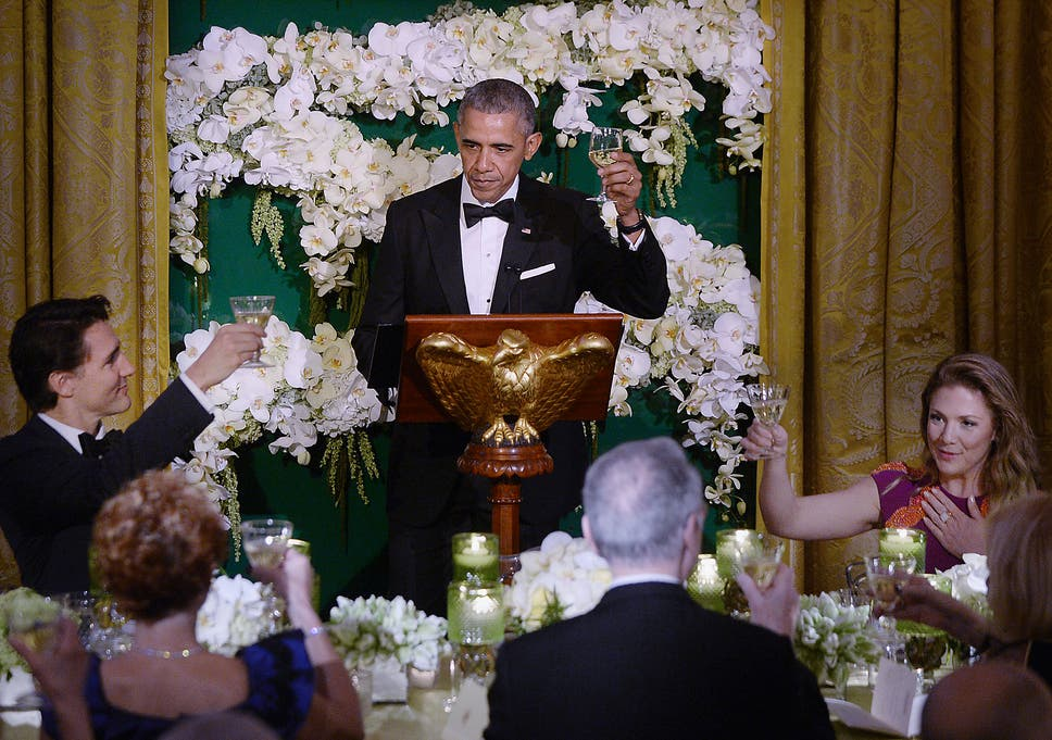 Barack Obama and family\'s final White House Christmas card inspires ...