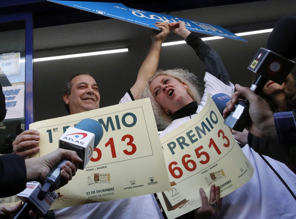 Owners of a lottery shop celebrate after selling the lottery ticket 66513 winner of the jackpot of El Gordo (The Fat One) lottery in Madrid, Spain, 22 December, 2016