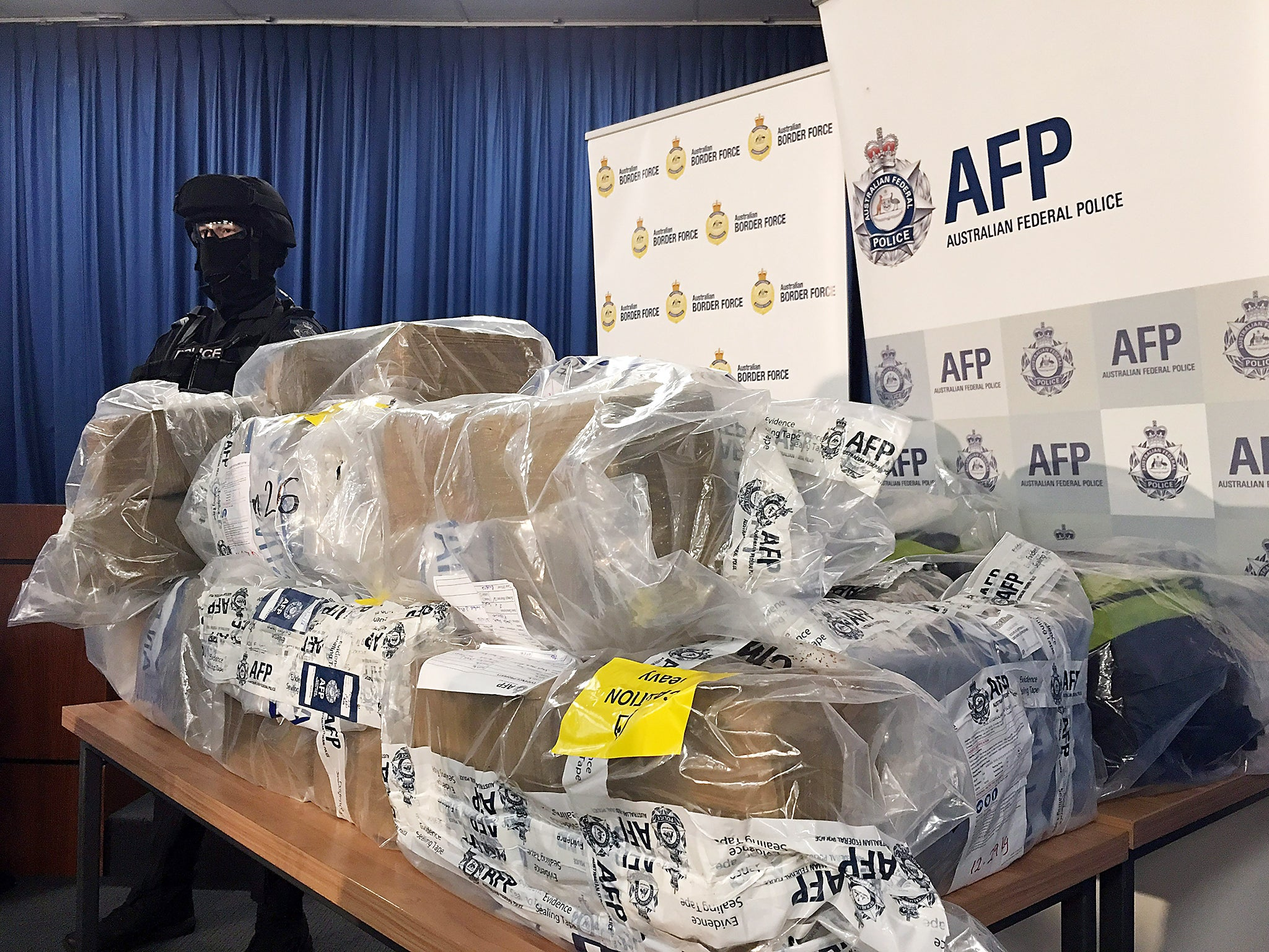 Authorities seize $1bn worth of cocaine in one of the largest US
