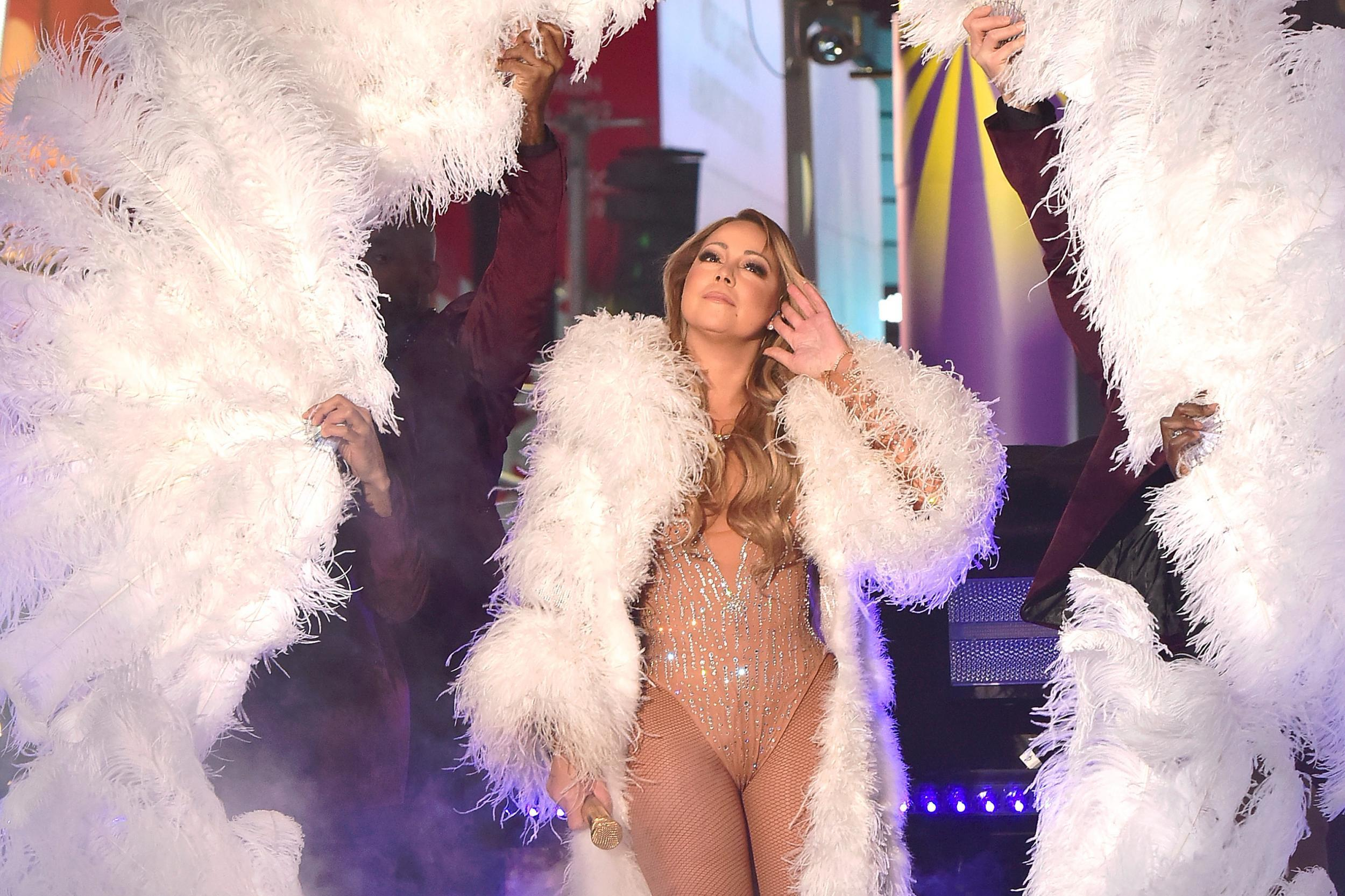 Mariah Carey battles technical problems leading to awkward New ...