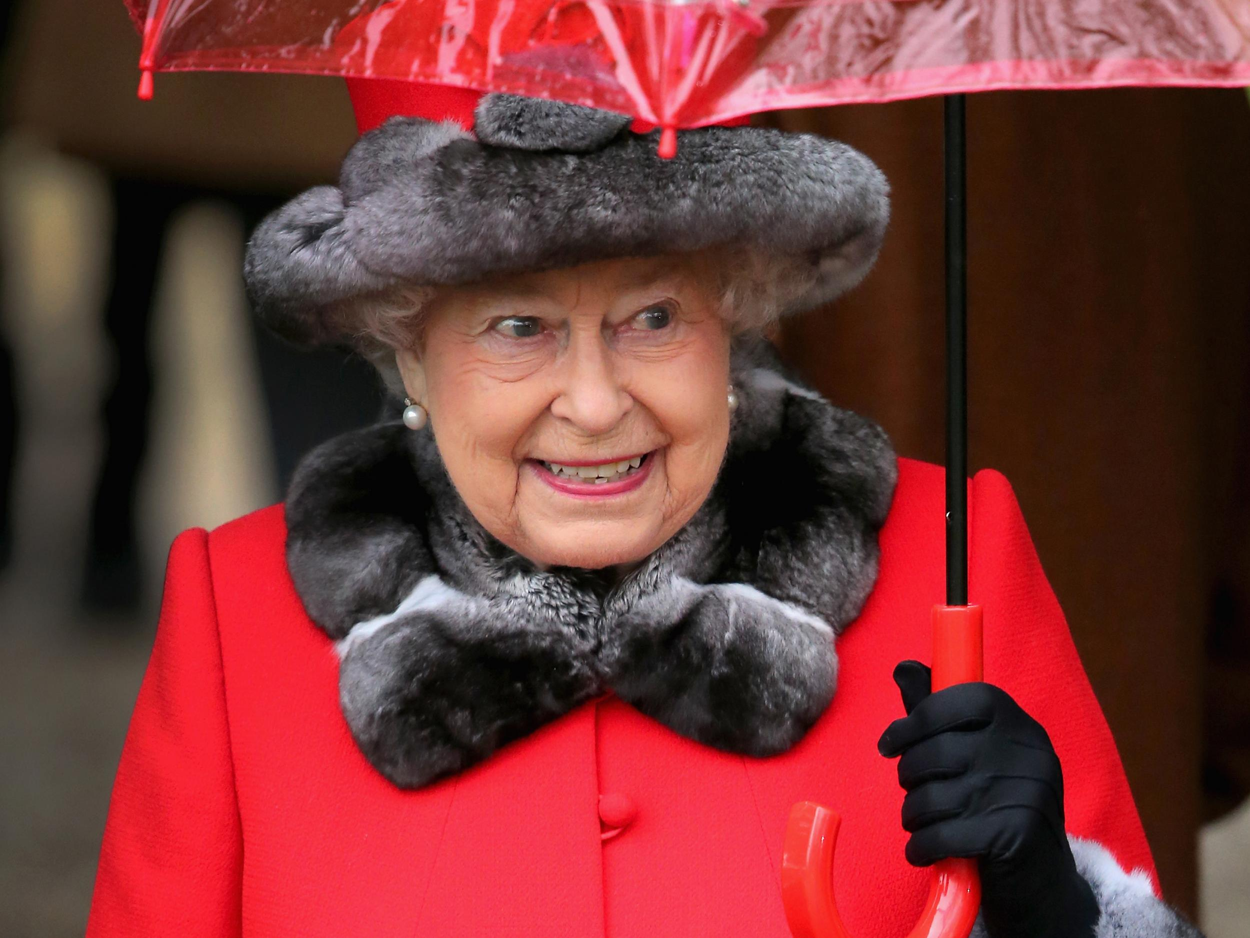 Queen 'nearly shot' by Buckingham Palace guard during late night ...