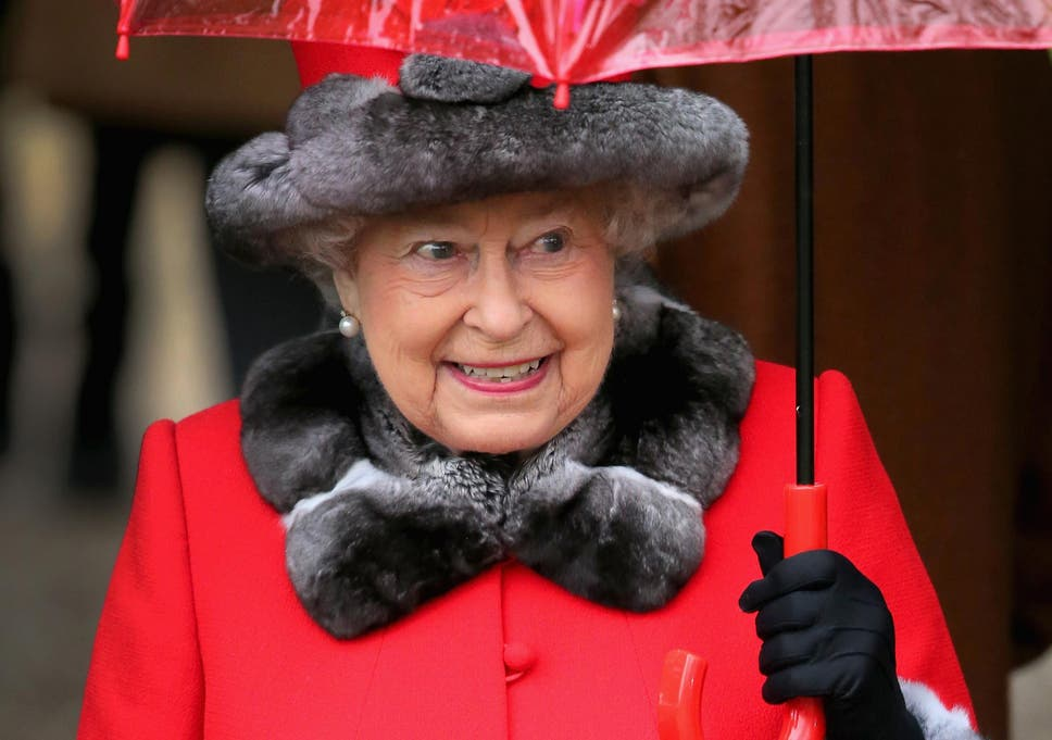 queen nearly shot by buckingham palace guard during late night