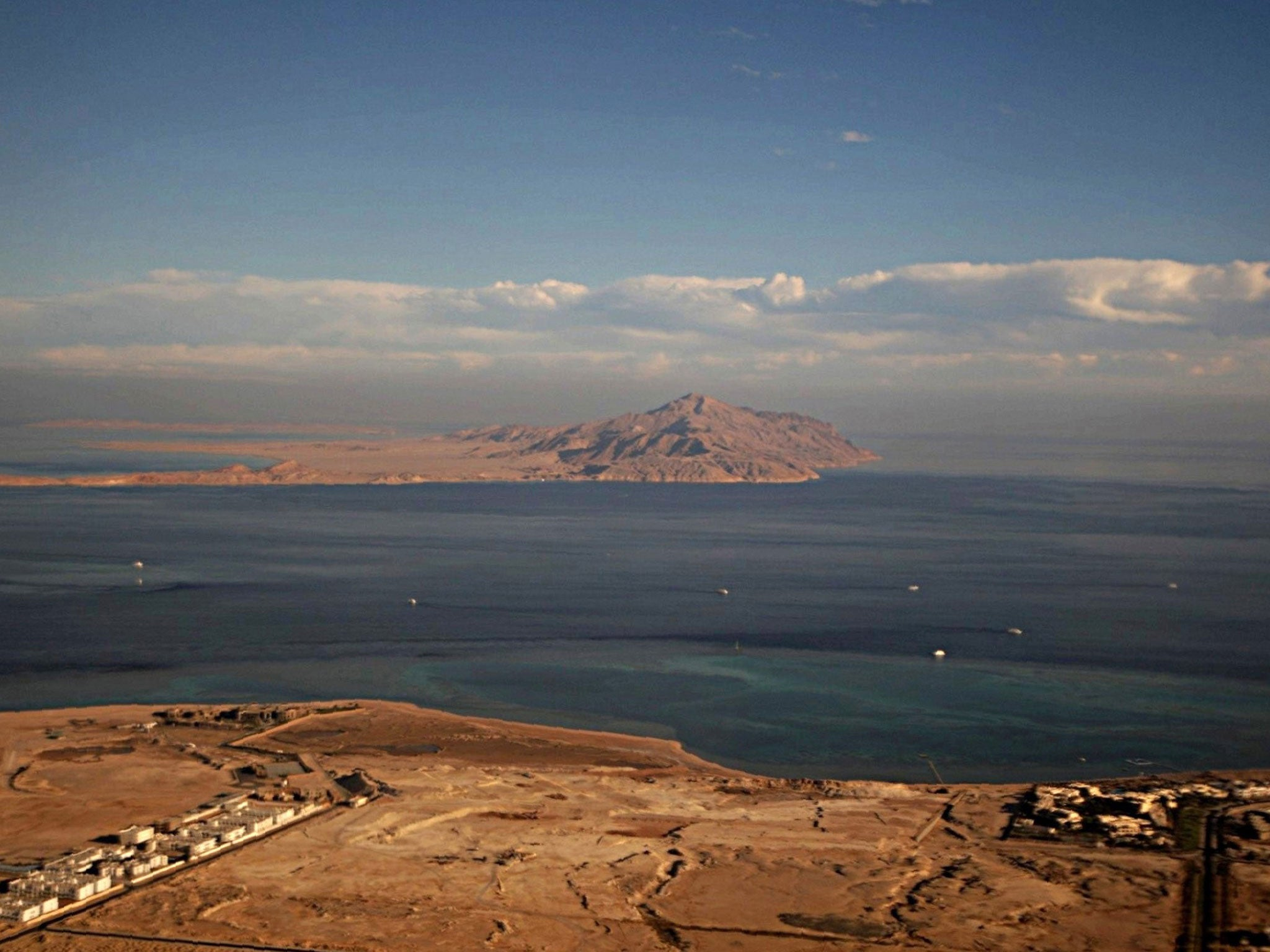 Egyptian court blocks al Sisi 39 s government from giving away two islands t