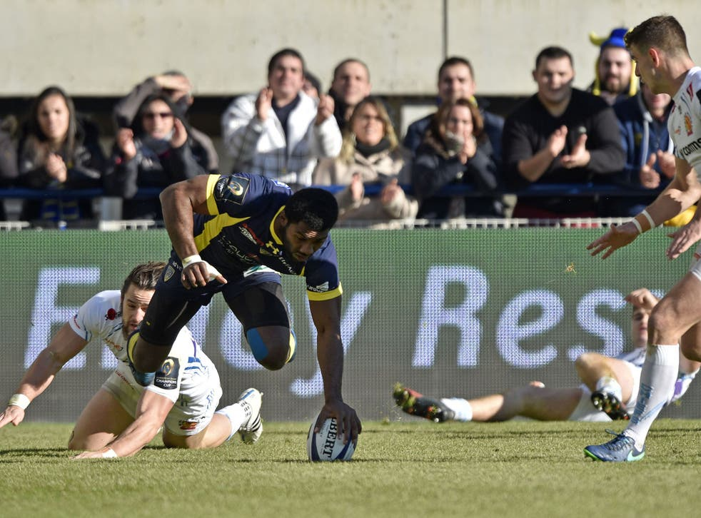 Noa Nakaitaci touches the ball down for a try for Clermont