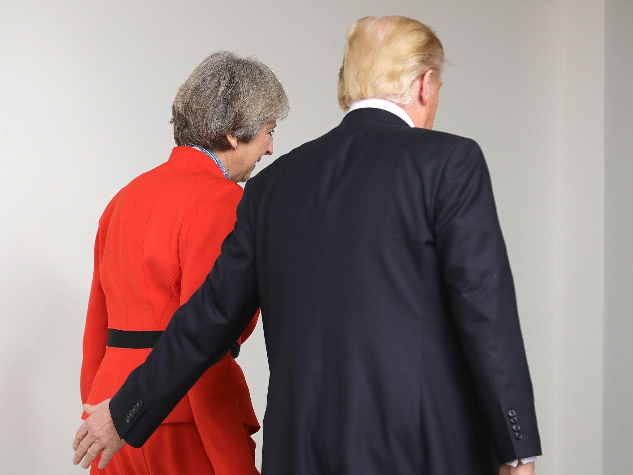 Theresa May congratulates Donald Trump for his 'stunning ...  Theresa May con...