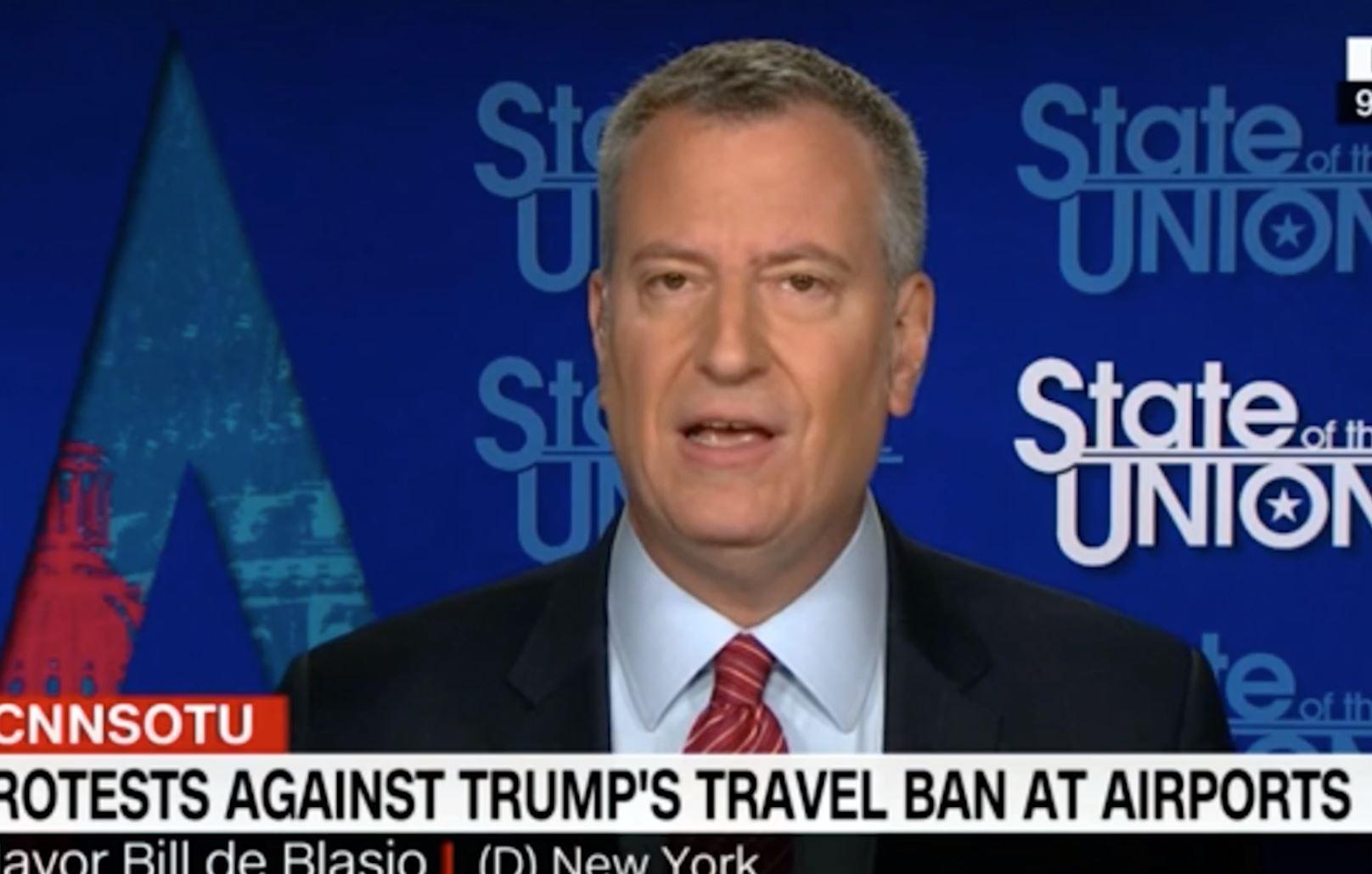 new york mayor condemns donald trump s muslim ban as un american