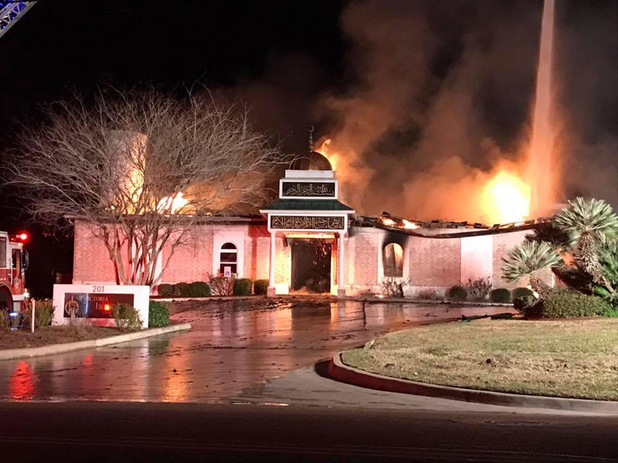 Jewish people give Muslims key to their synagogue after town's mosque burns down