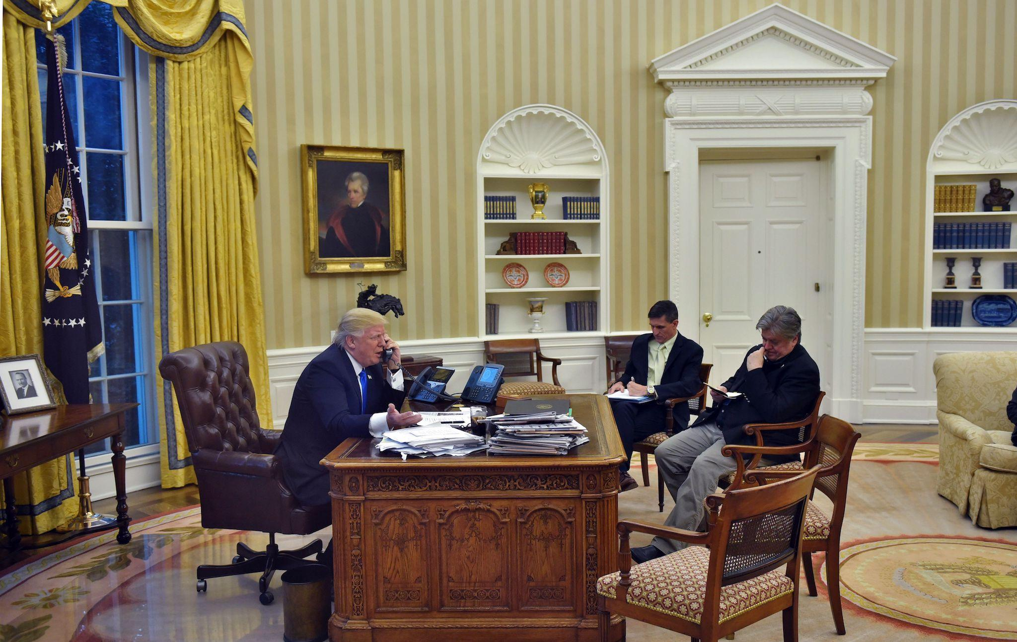 Donald Trump S Closest Advisor Steve Bannon Thinks There