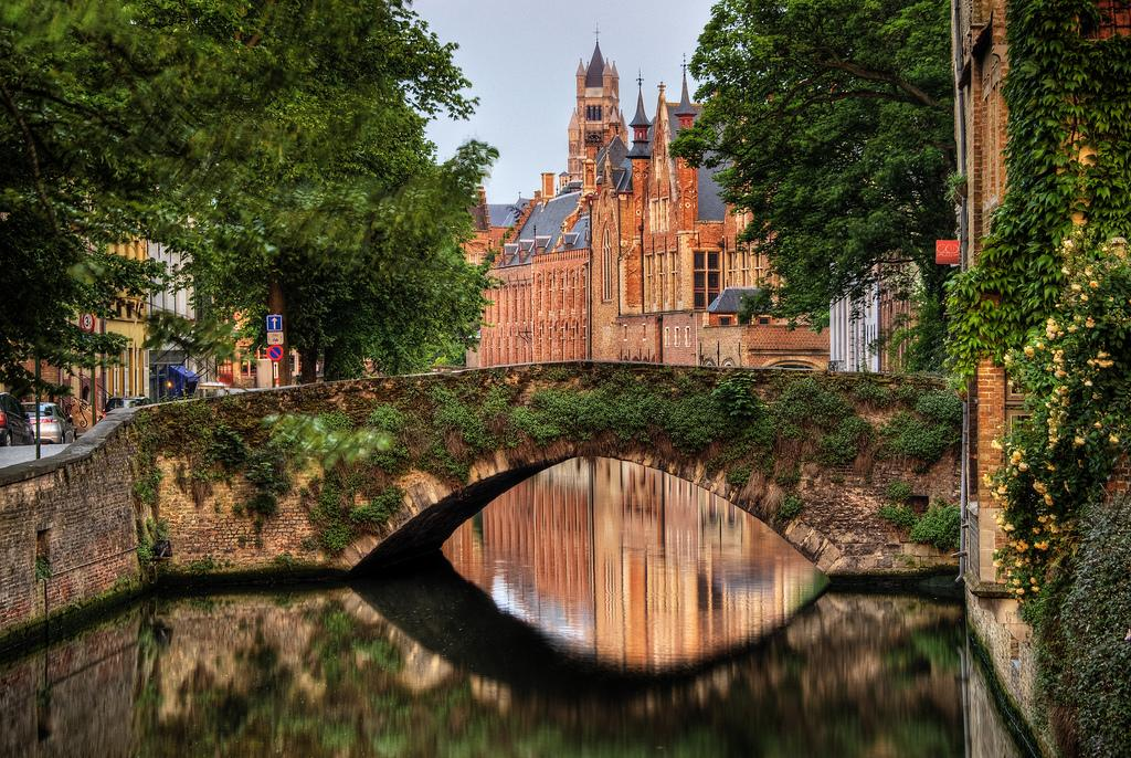 a stroll around bruges guarantees beautiful