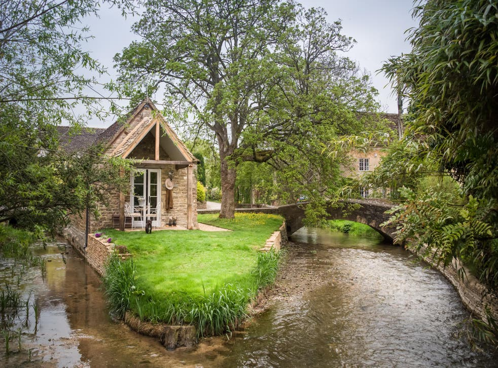 Stay on your own private tiny island in the Cotswolds at dog-friendly Filly Island