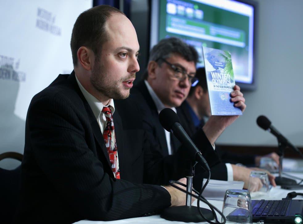 Vladimir Kara-Murza (L) alongside Russian opposition leader and former Deputy Prime Minister Boris Nemtsov