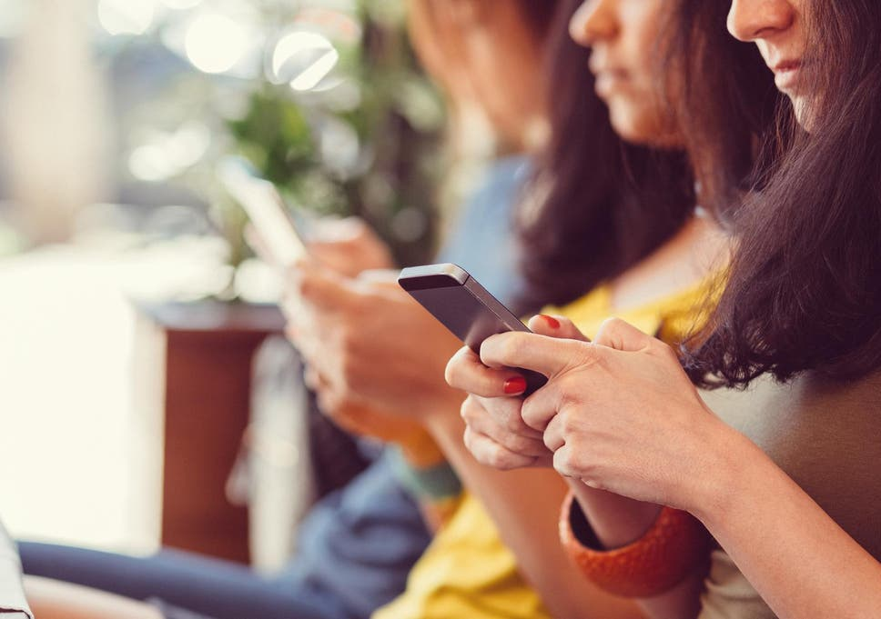 Texas man sues woman for texting on phone during date | The