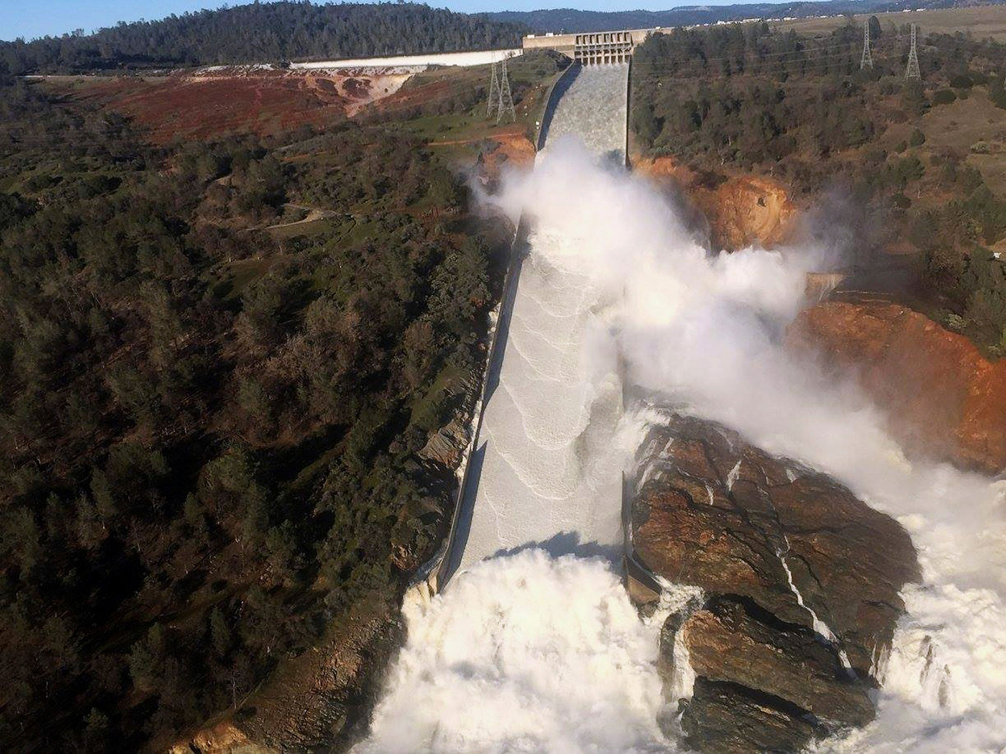 Thumbnail for Oroville Dam: Thousands evacuated in California after plans for emergency spillway fail