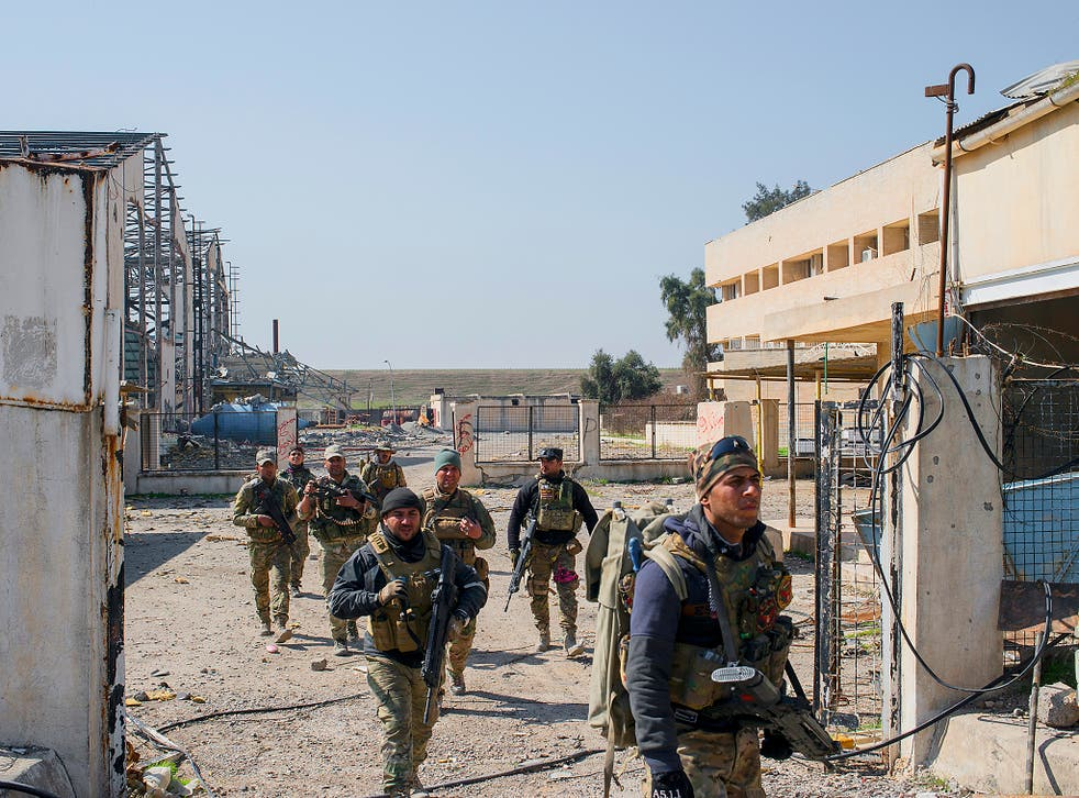 Iraqi Emergency Response Division (ERD) soldiers advance on the Islamic State occupied Mosul Airport in west Mosul, part of the offensive to retake the city some two years after it fell to the hardline jihadist group