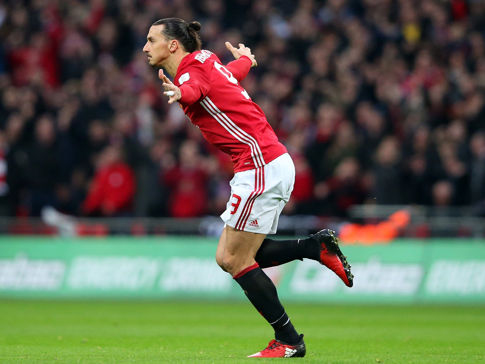 Zlatan Ibrahimovic has spoken to LA Galaxy about summer Manchester