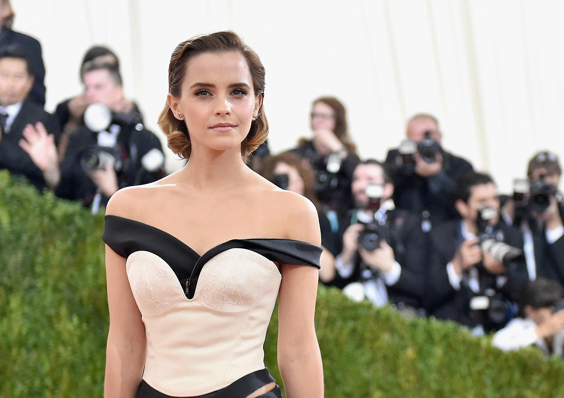 Hacked Emma Watson naked (14 foto and video), Topless, Cleavage, Twitter, panties 2015
