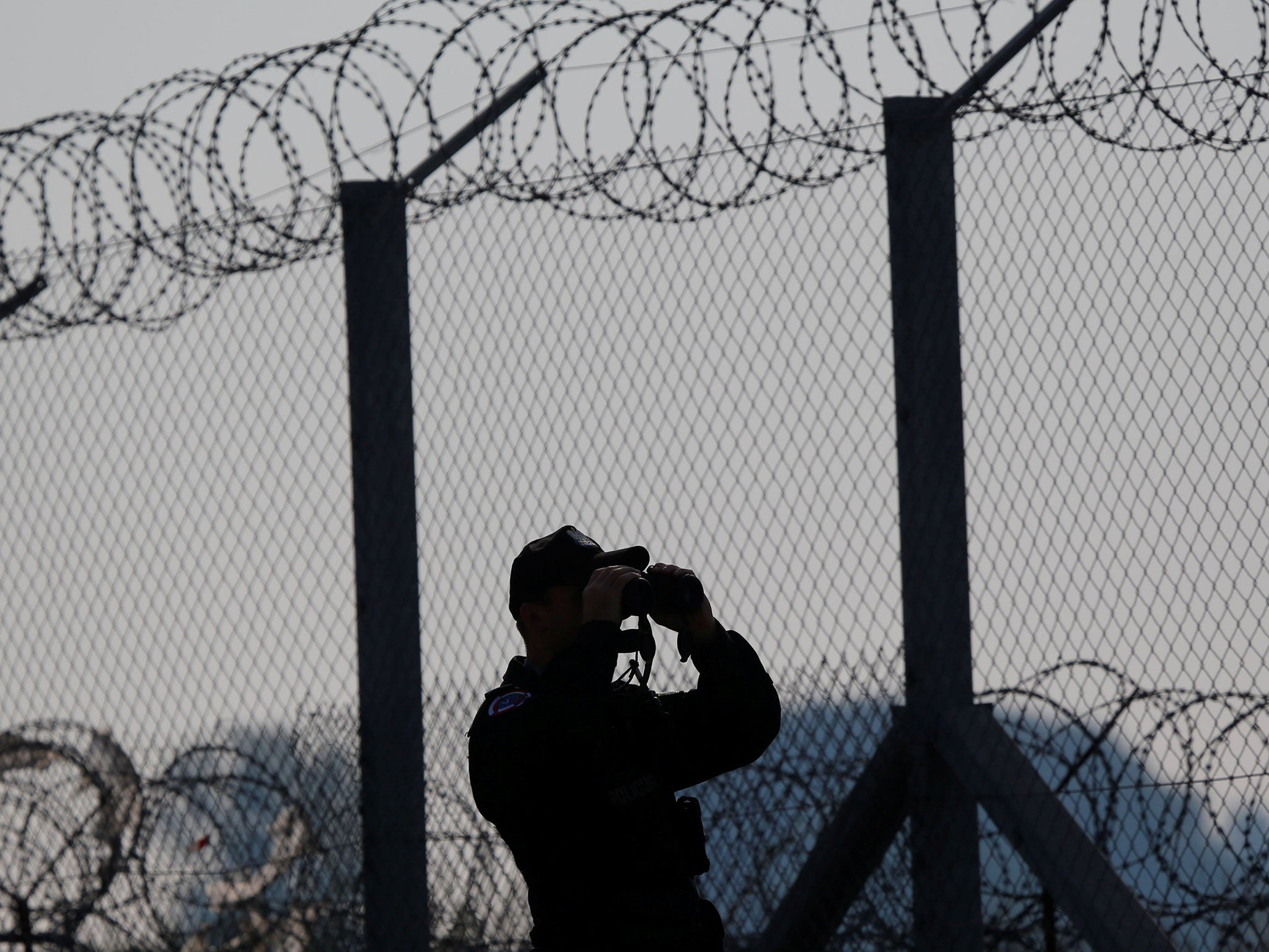 Hungarian border guards \'taking selfies with beaten migrants\' as ...