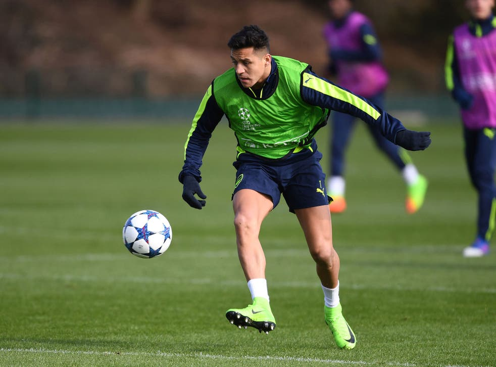 Sanchez in training ahead of Tuesday's Champions League clash with Bayern Munich