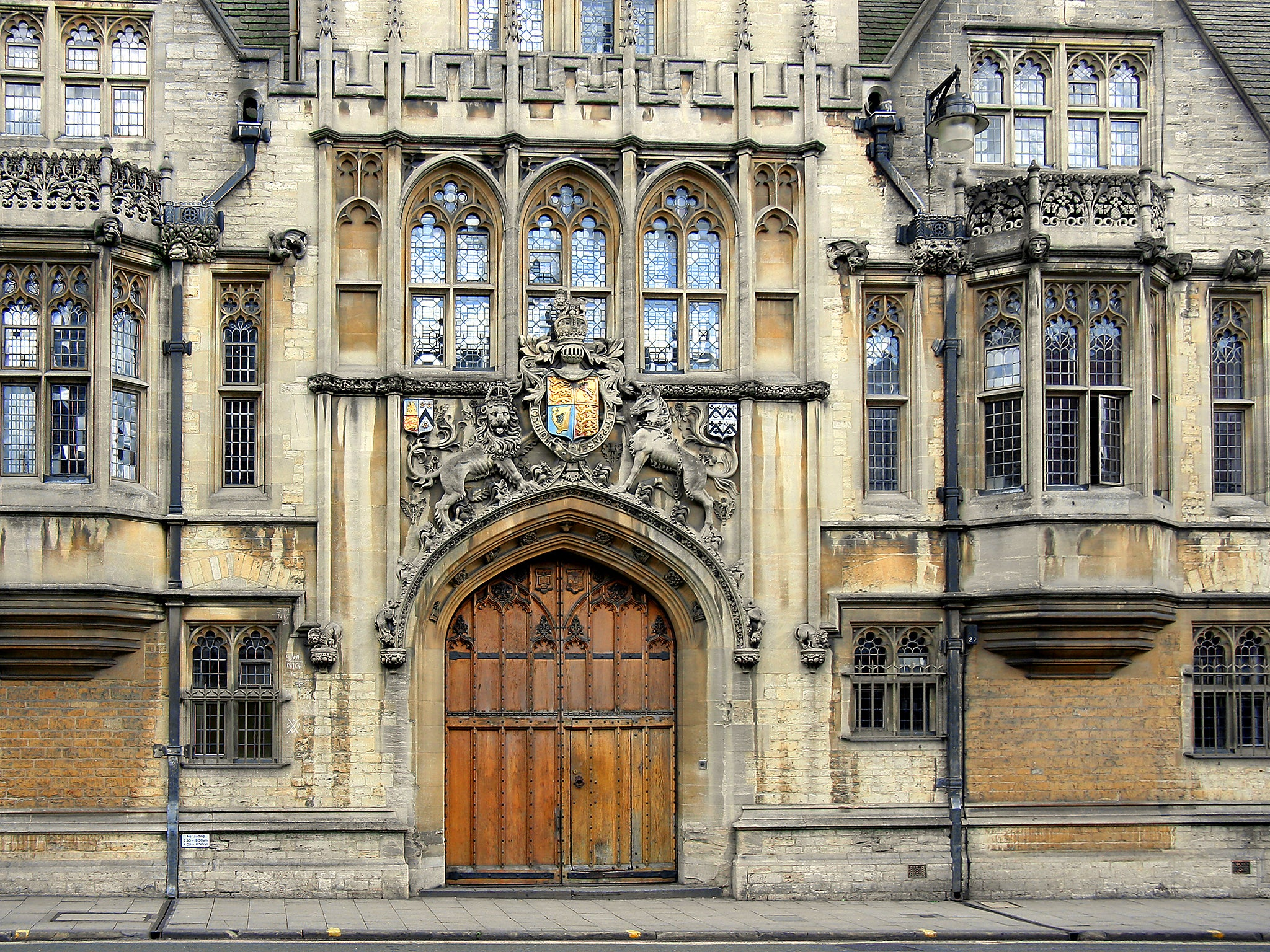 more than 60 of oxford university students went to private or