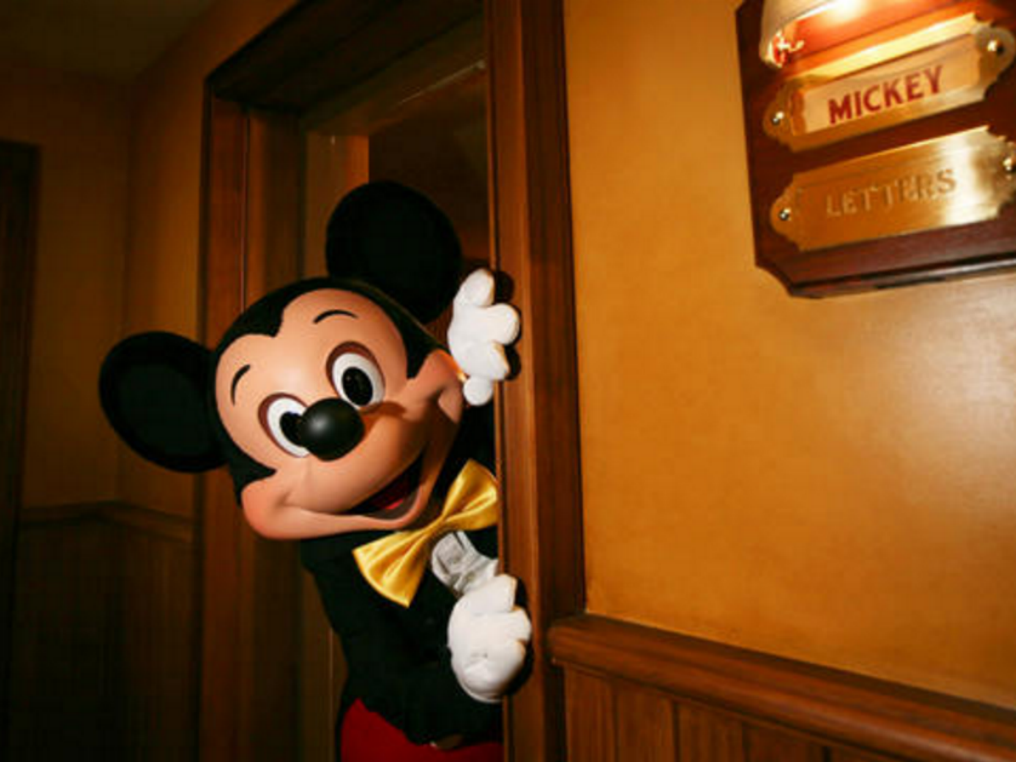 Disney To Introduce Ai Robot Mickey Mouse At Theme Parks Insists It