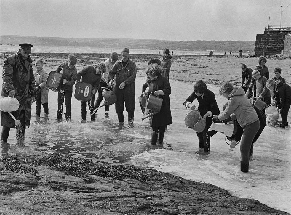 There was a swift community response to the spill, with volunteers racing to disperse the oil on the beach at Marazion