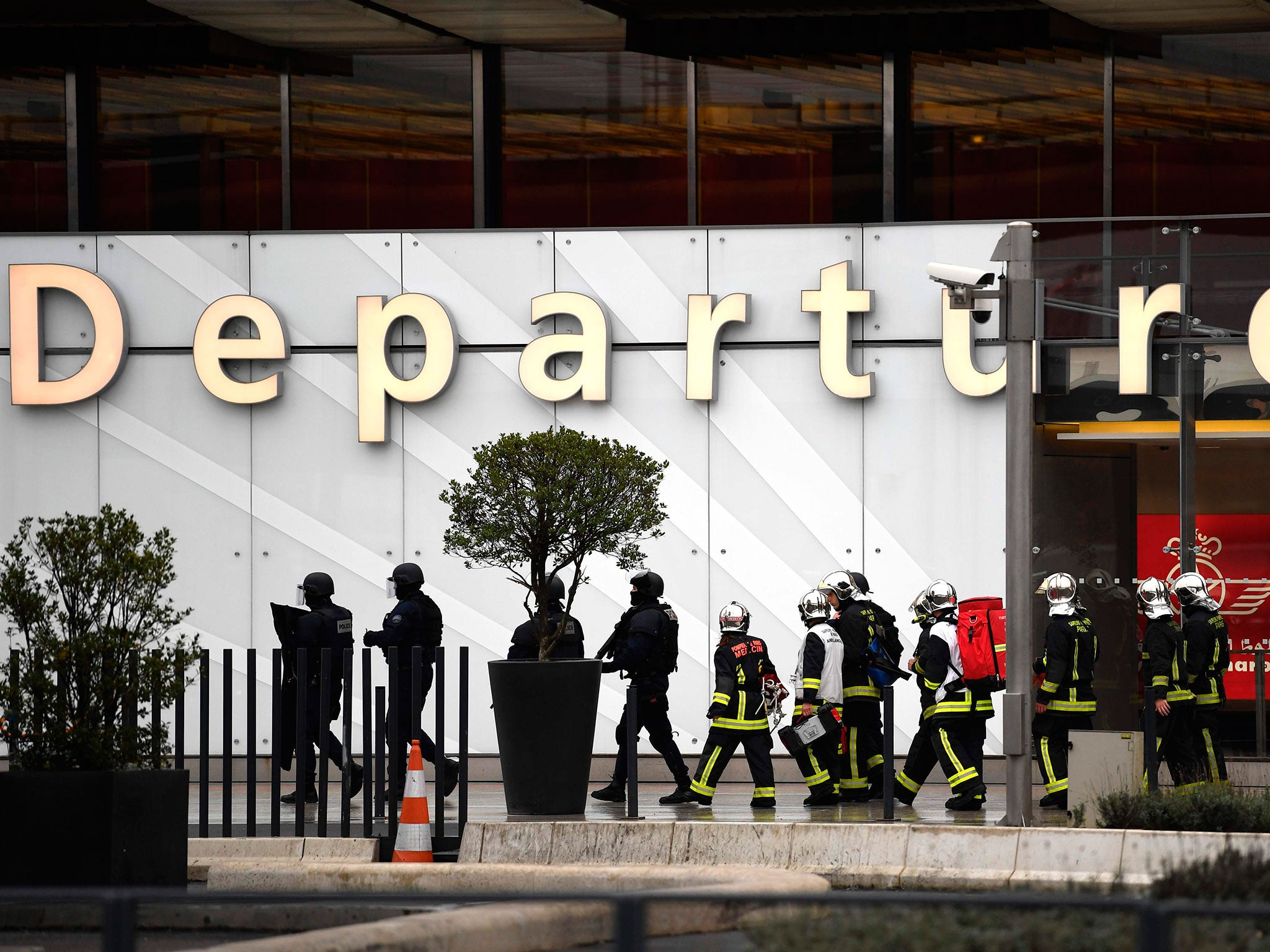 Aeroporto Orly : Paris orly airport shooting: attacker was radicalised muslim man