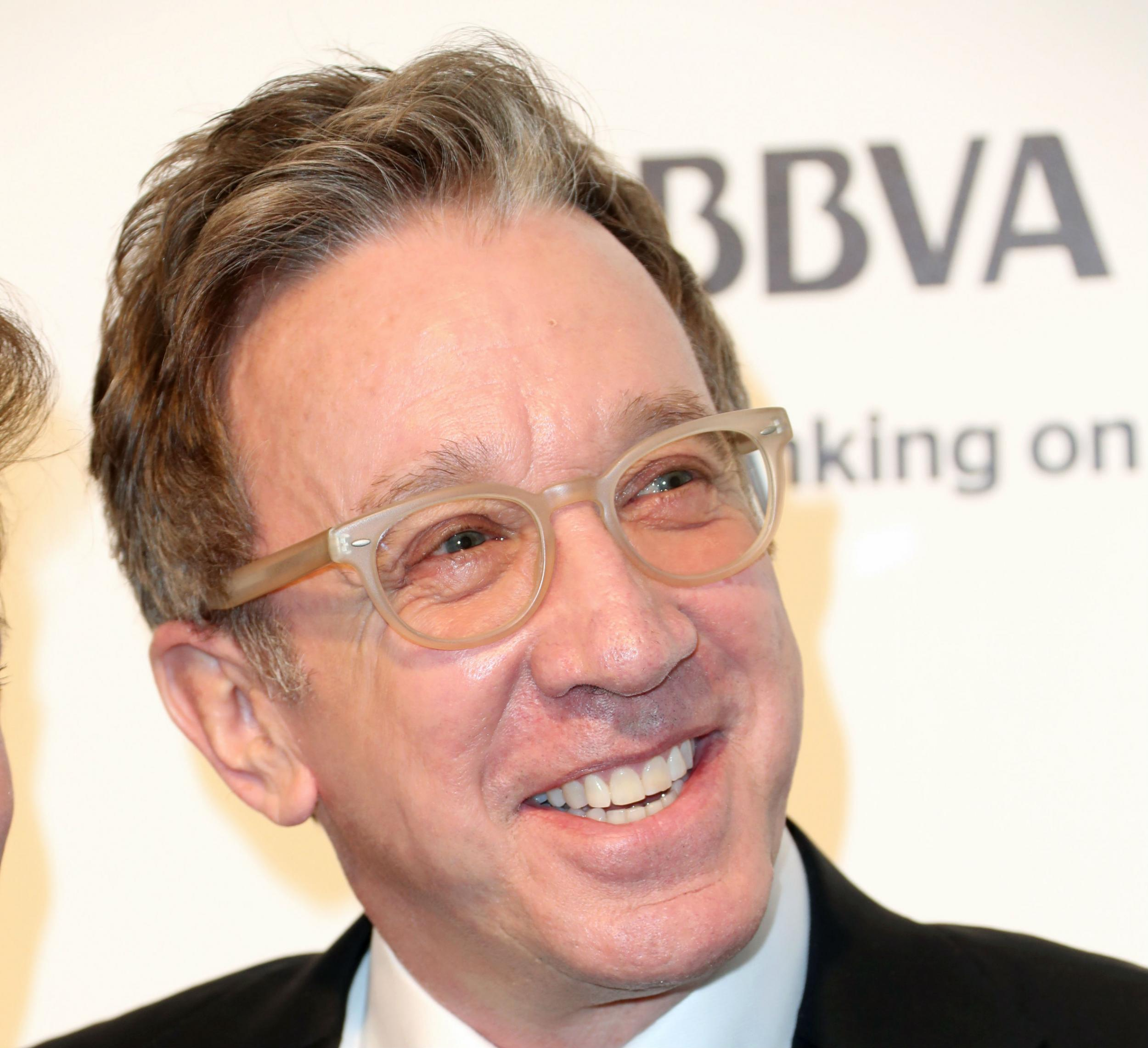 a biography of tim allen an actor and comedian Timothy alan dick (born june 13, 1953) known professionally as tim allen, is an american actor and comedian he is known for his role in the sitcom home improvement.