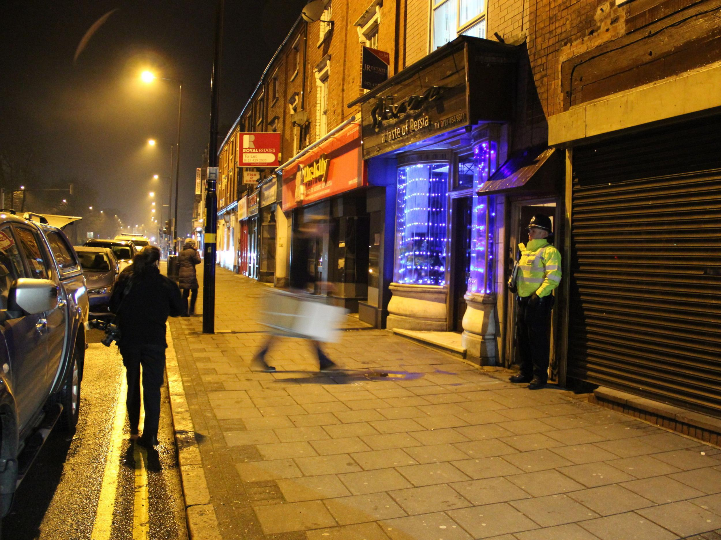 Night lights queens walk london - Anti Terror Police Make Arrests After Raid On Address In Birmingham Linked To Westminster Attack The Independent