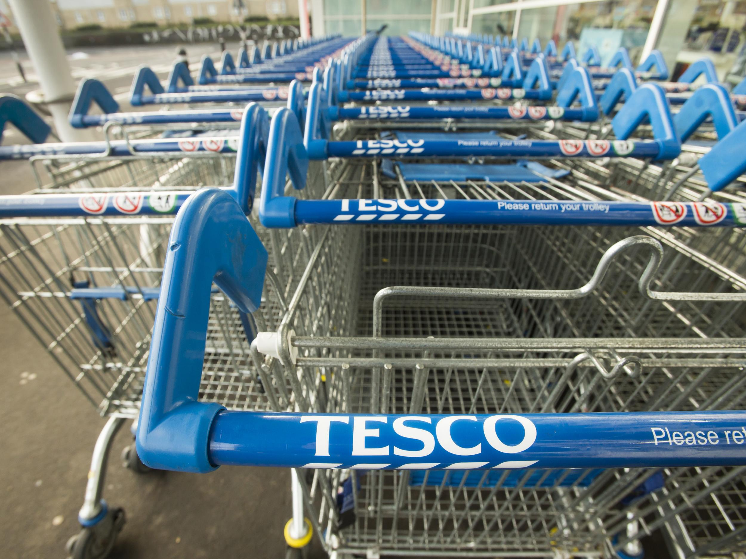 Tesco to unlock tens of thousands of trolleys after missing deadline for  new one pound coin | The Independent | The Independent
