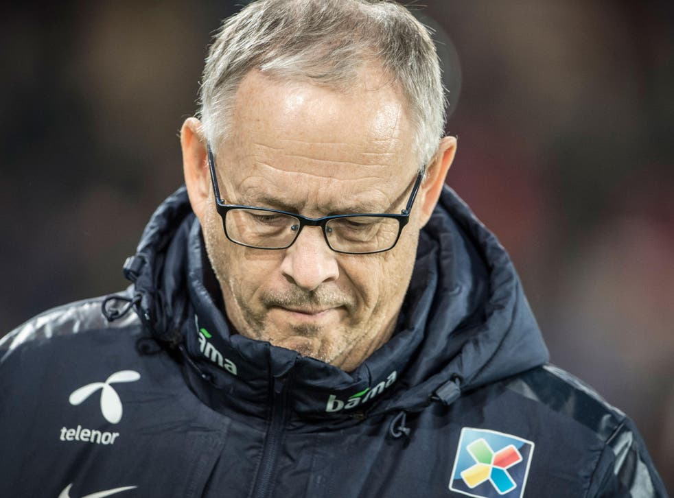 Lars Lagerback trudges off after Norway's defeat in Northern Ireland