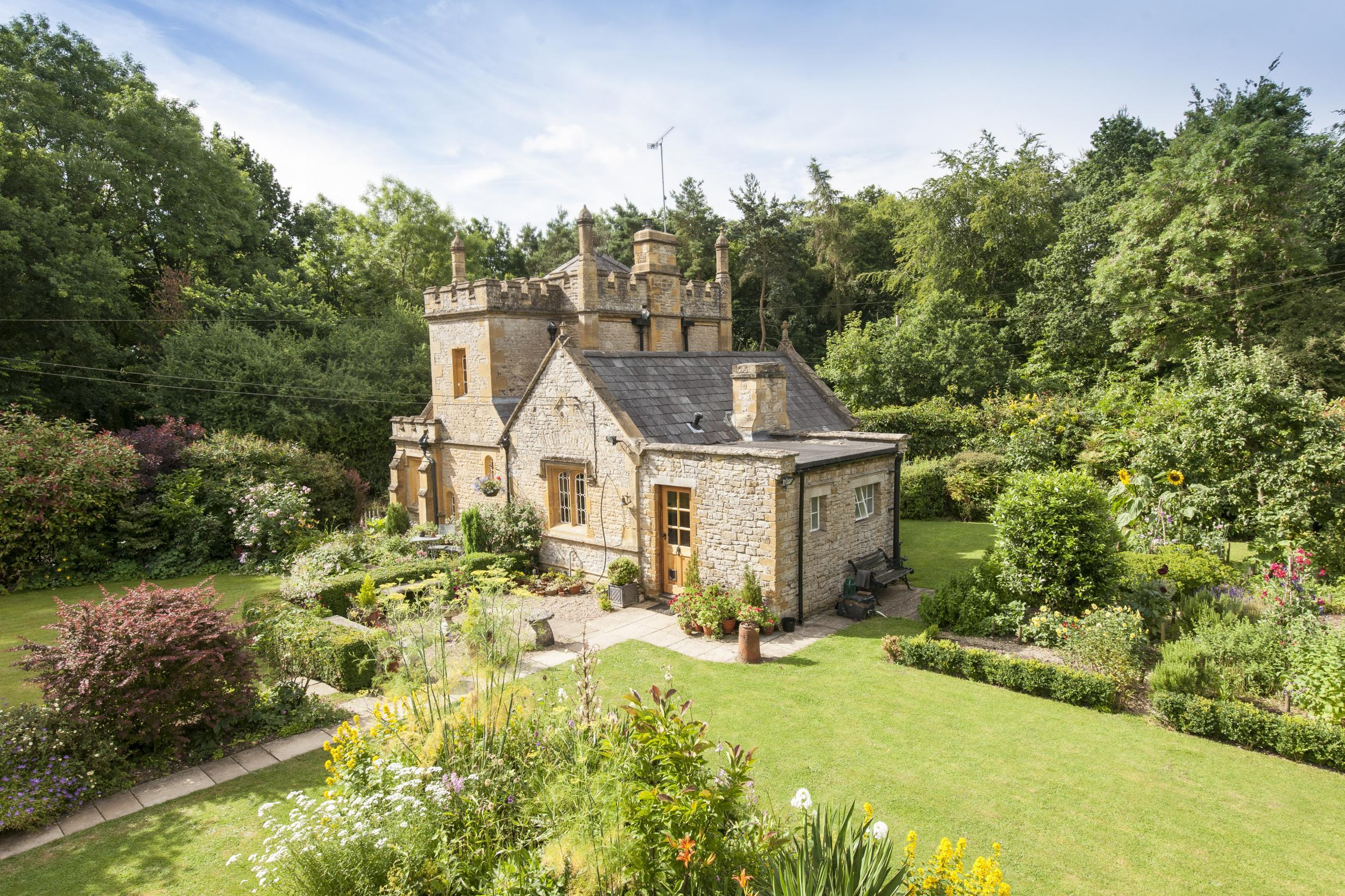 28 Smallest Castle Small Castle Homes Bath Lodge
