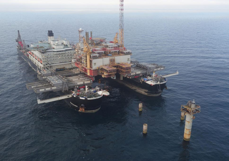 World's biggest ship to lift 24,500 tonne Shell oil rig out