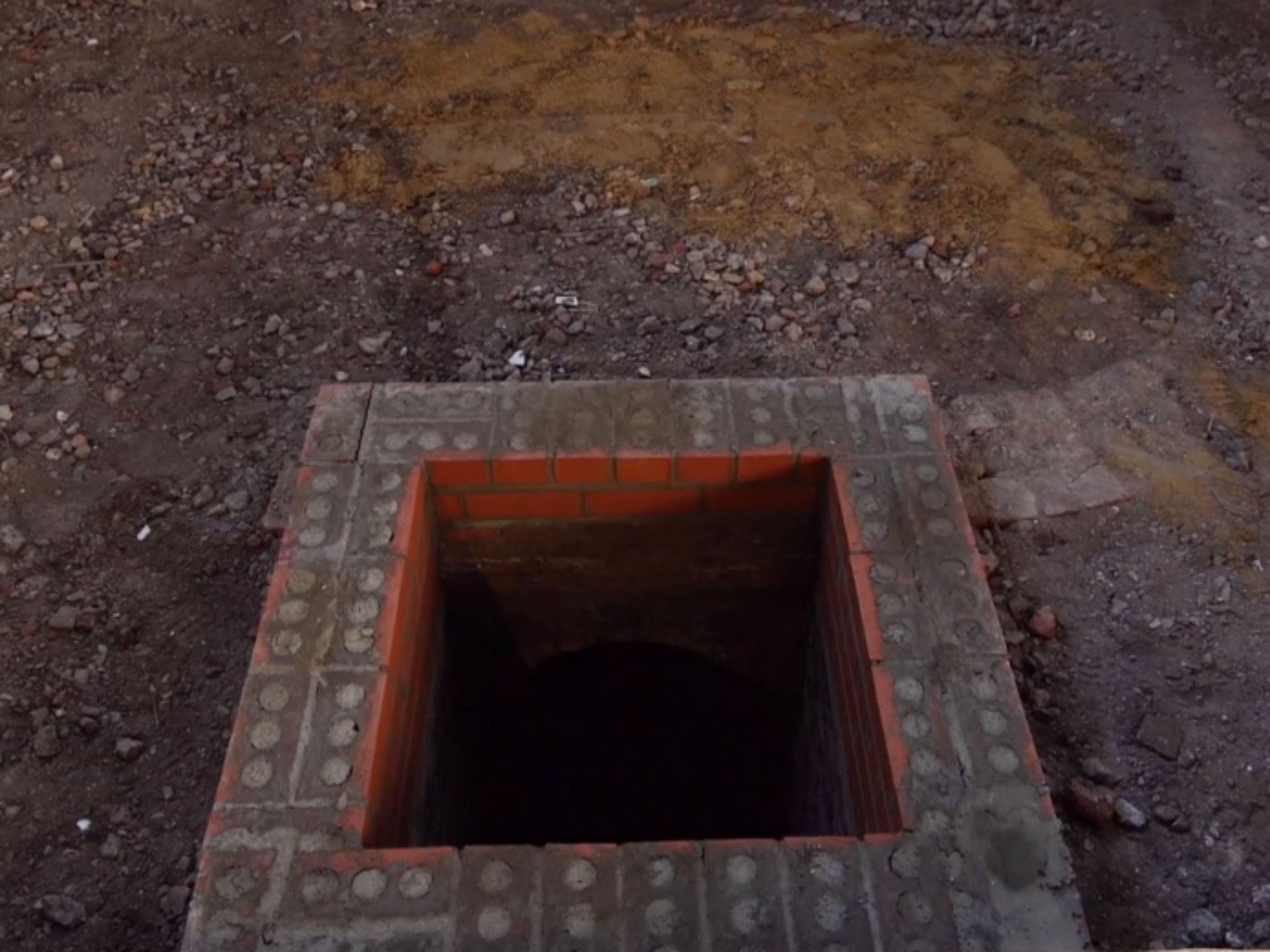 Manhole MS.N. Builder