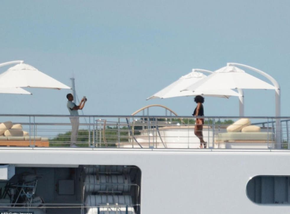 Former President and First Lady relax on holiday