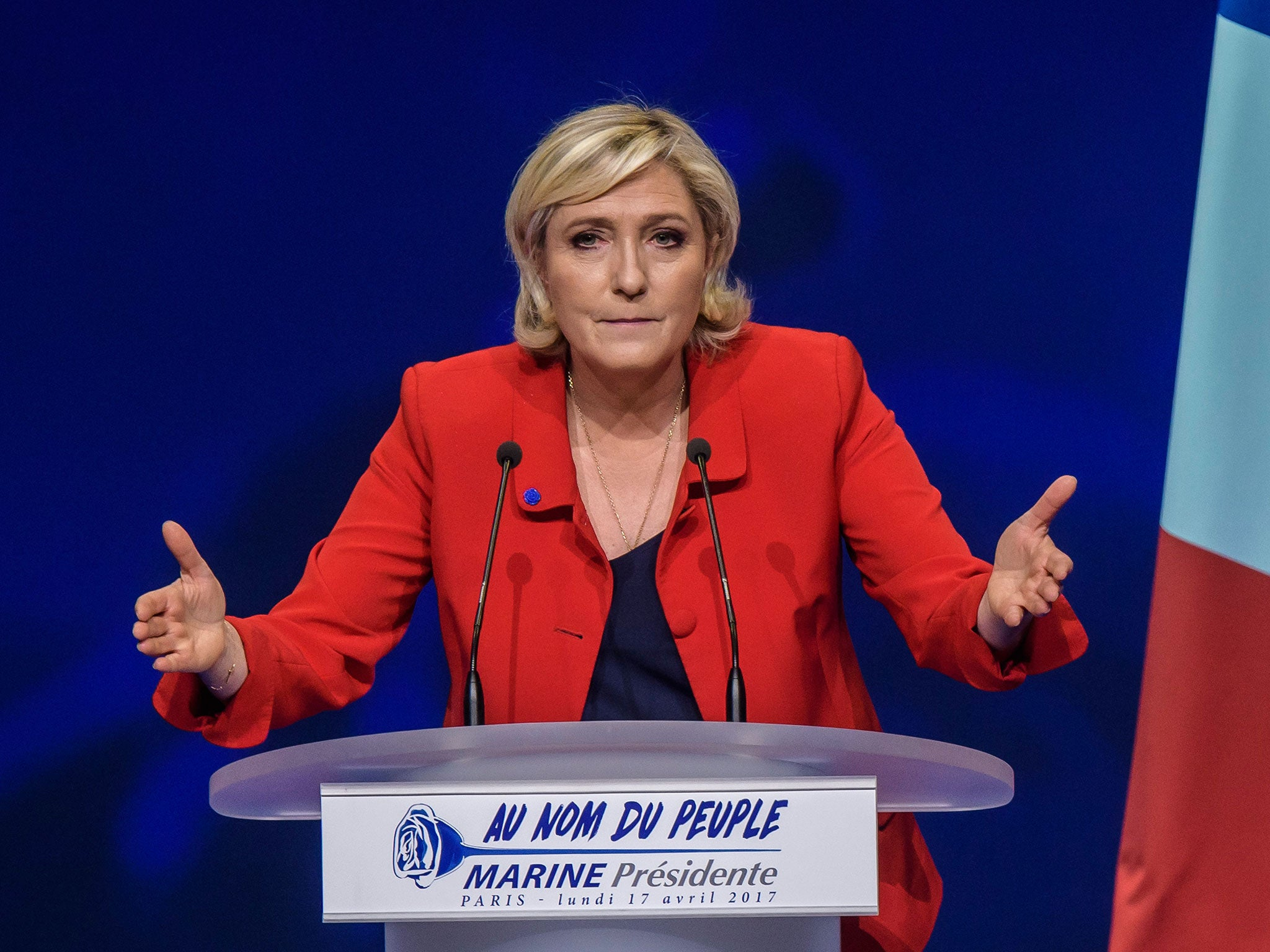 French elections: Marine Le Pen vows to suspend immigration to 'protect France'
