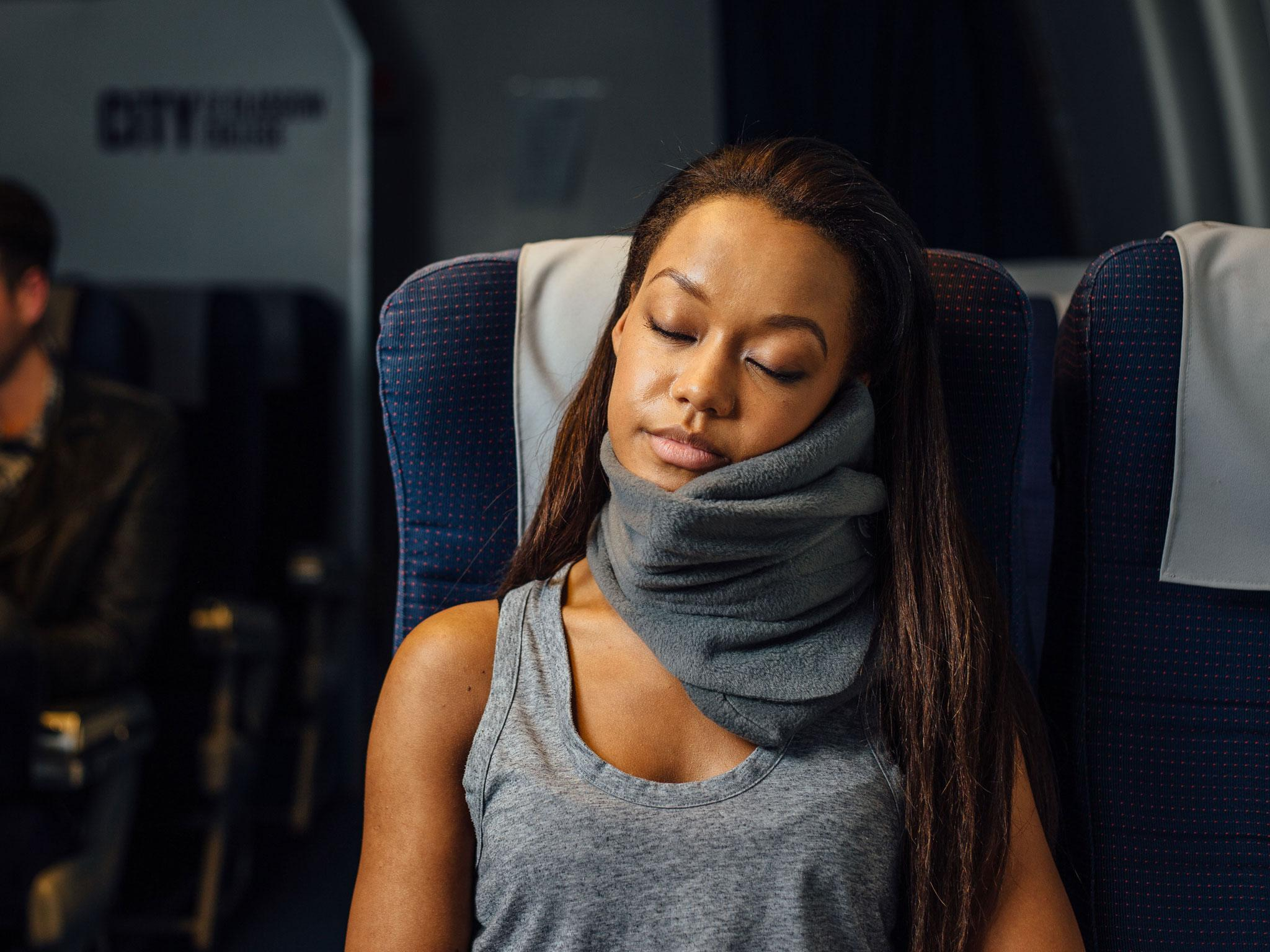 pillow cabeau memory neck travel review welcome foam evolution airplane to