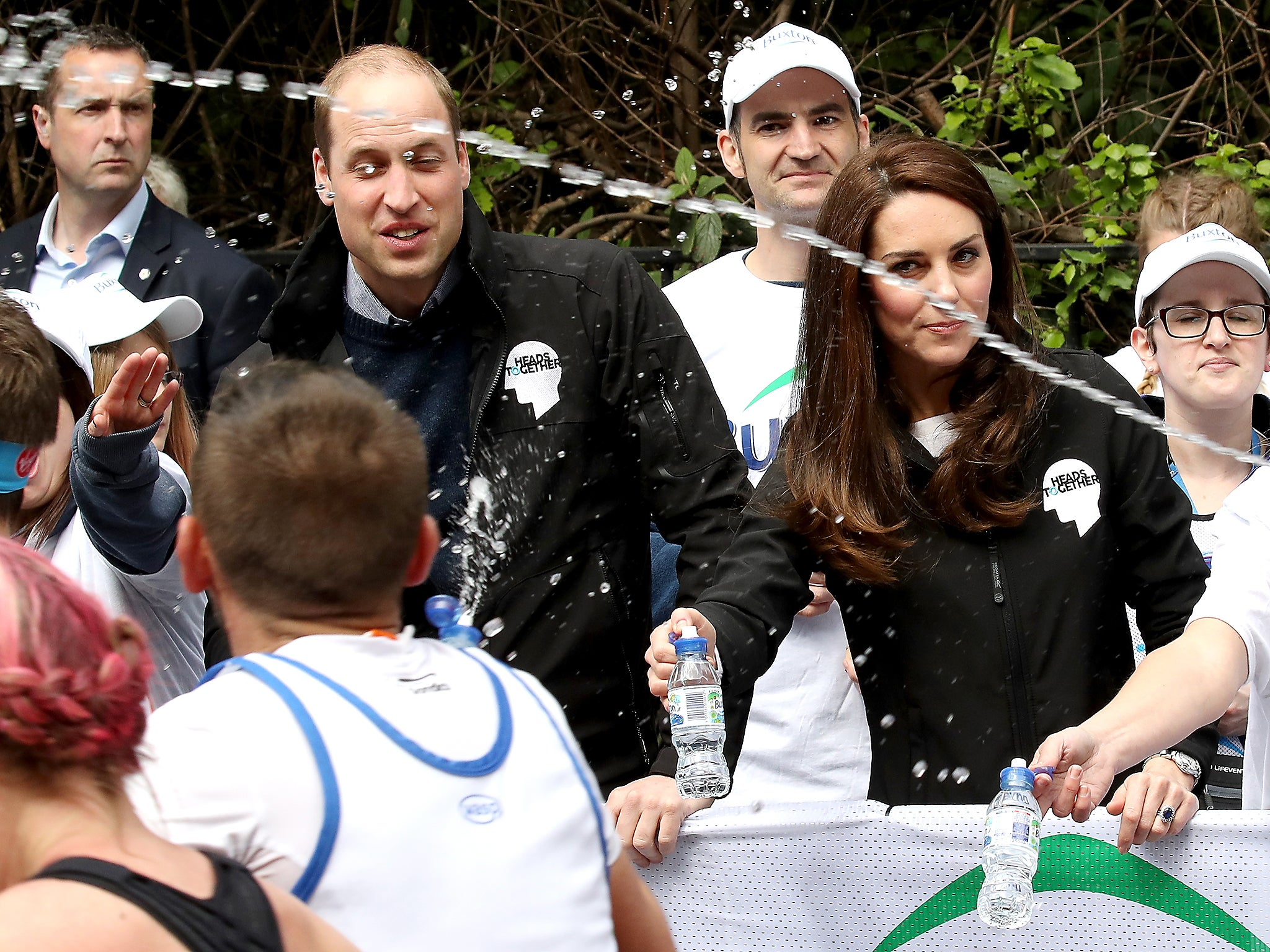 Prince william and duchess of cambridge splashed with water by london marathon runner the independent