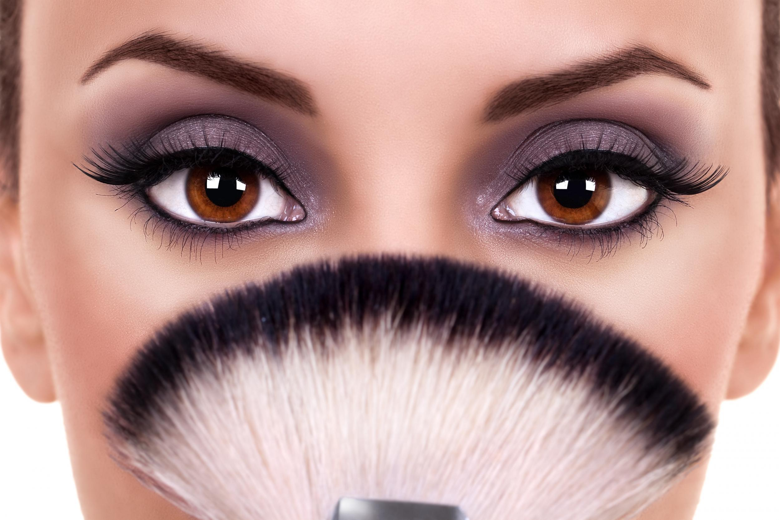 Lash out: How to master the no mascara makeup trend | The Independent