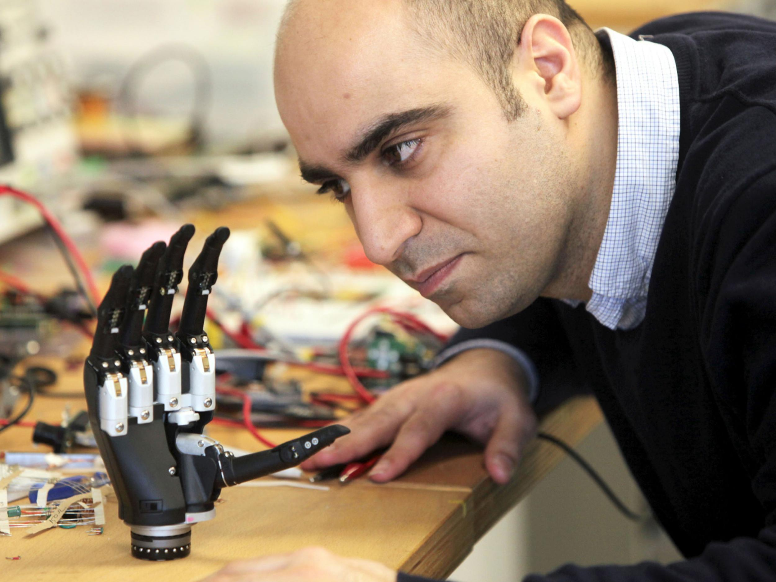 Scientists Unveil Revolutionary Bionic Hand That Sees Objects And Triggers Grip Within Milliseconds The Independent Independent