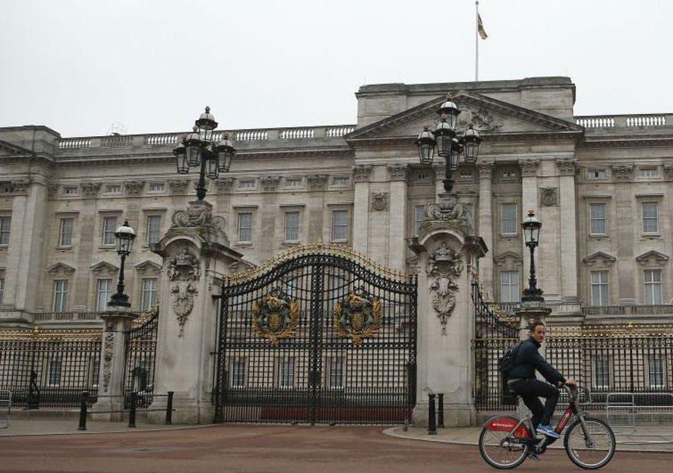 buckingham palace queen elizabeth ii calls royal staff from across